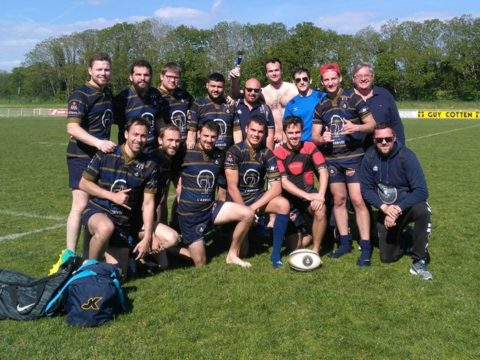 Les séniors vainqueur de la finale Bowl du tournoi régionale de rugby à 7…